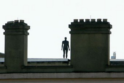 Полиция Нью-Йорка предупредила горожан о скульптурах-самоубийцах