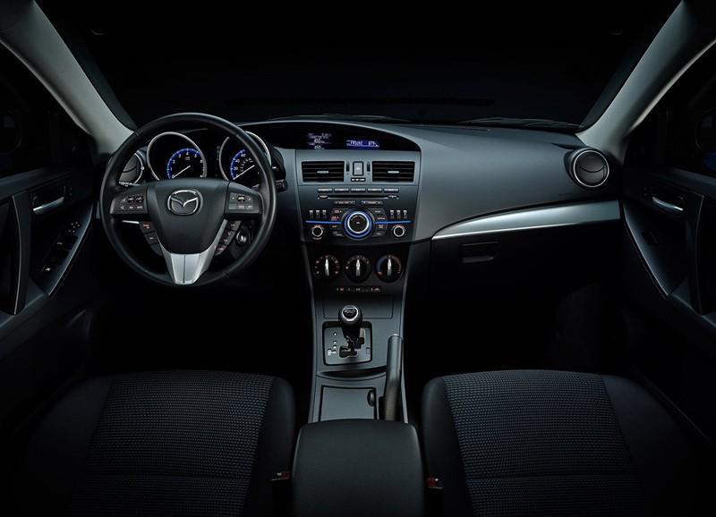 В Нью-Йорке представили обновленную Mazda3